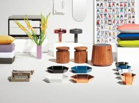 A selection of decorative lounge accessories from Steelcase