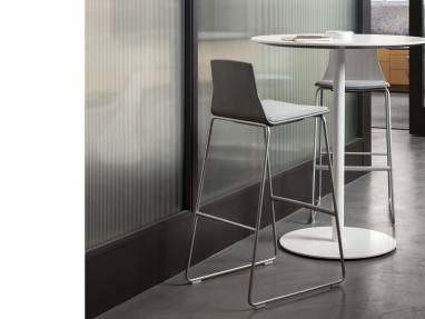 Montara650 Table sur fond blanc