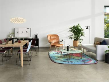 A team collaboration and lounge setting furnished with partner products and Steelcase Flex Mobile Power.