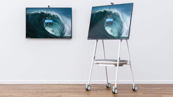 Co-développé avec Microsoft et prévu exclusivement pour le SurfaceHub2, ce système composé de supports mobiles et de fixations murales faciles à poser est capable de transformer n'importe quel espace en studio collaboratif