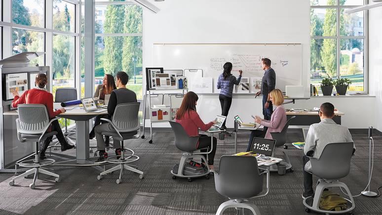 Auf der Grundlage von umfassenden Forschungen an Schulen, Hochschulen und Universitäten hat Steelcase Designüberlegungen für die Schaffung von Lernumgebungen erarbeitet, die den verschiedenen Anforderungen des Modells Denken, Machen, Teilen entsprechen.