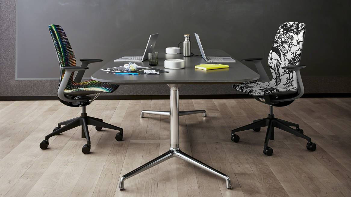 Charmant Steelcase