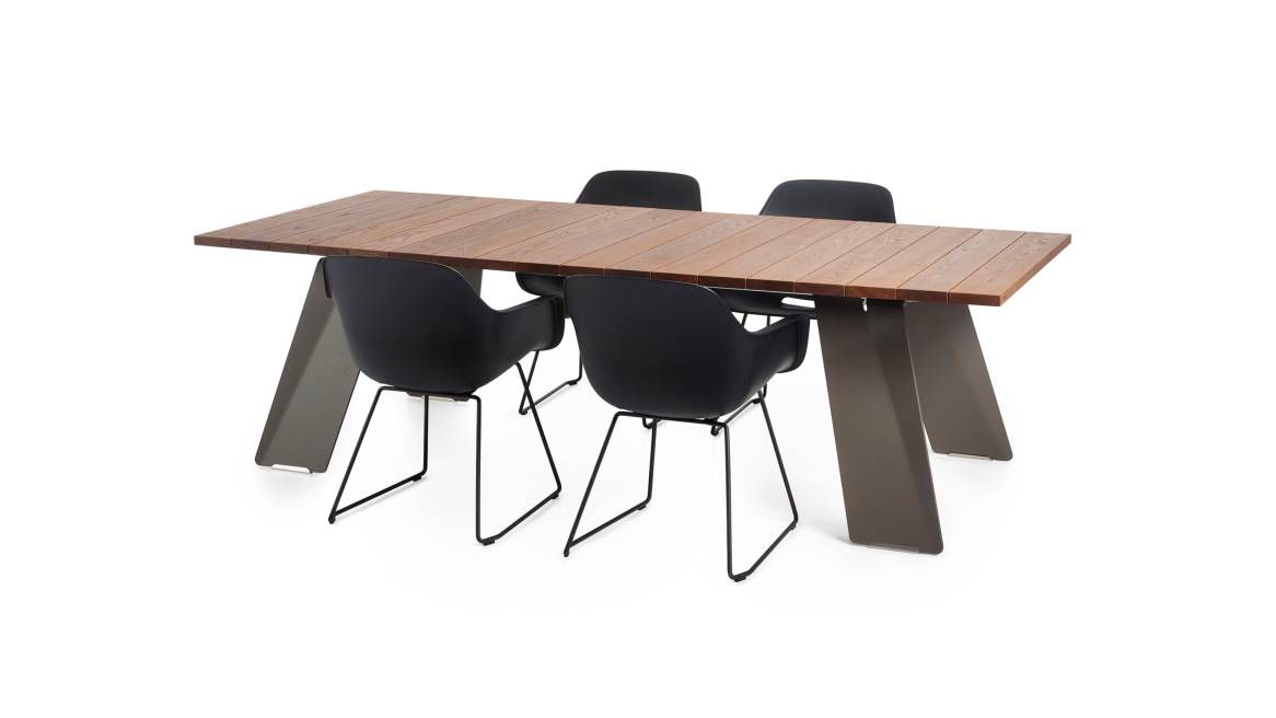 Extremis Pontsun 255 Table with Chairs