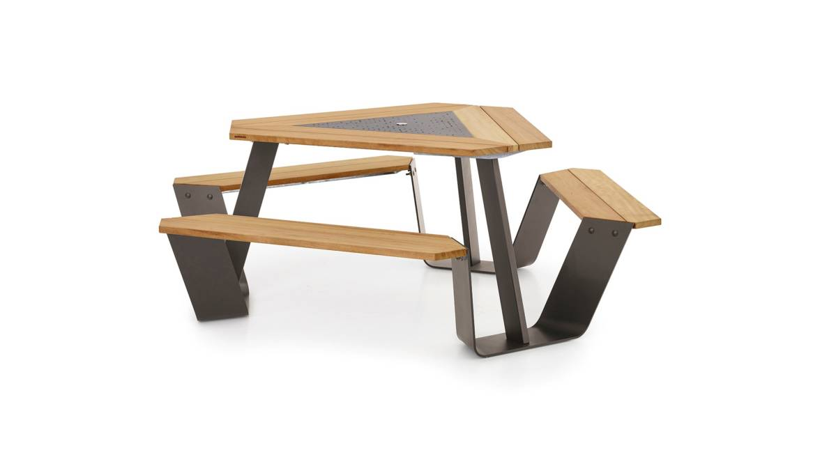 Extremis Anker Table On White