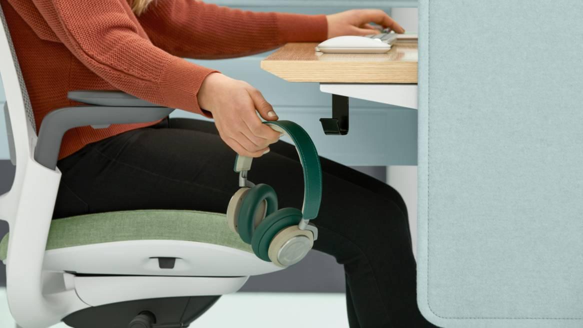 Bivi Height Adjustable Desk close up of utility hook