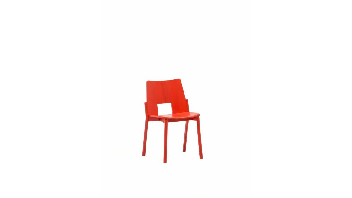 Tronco Chair on red ash