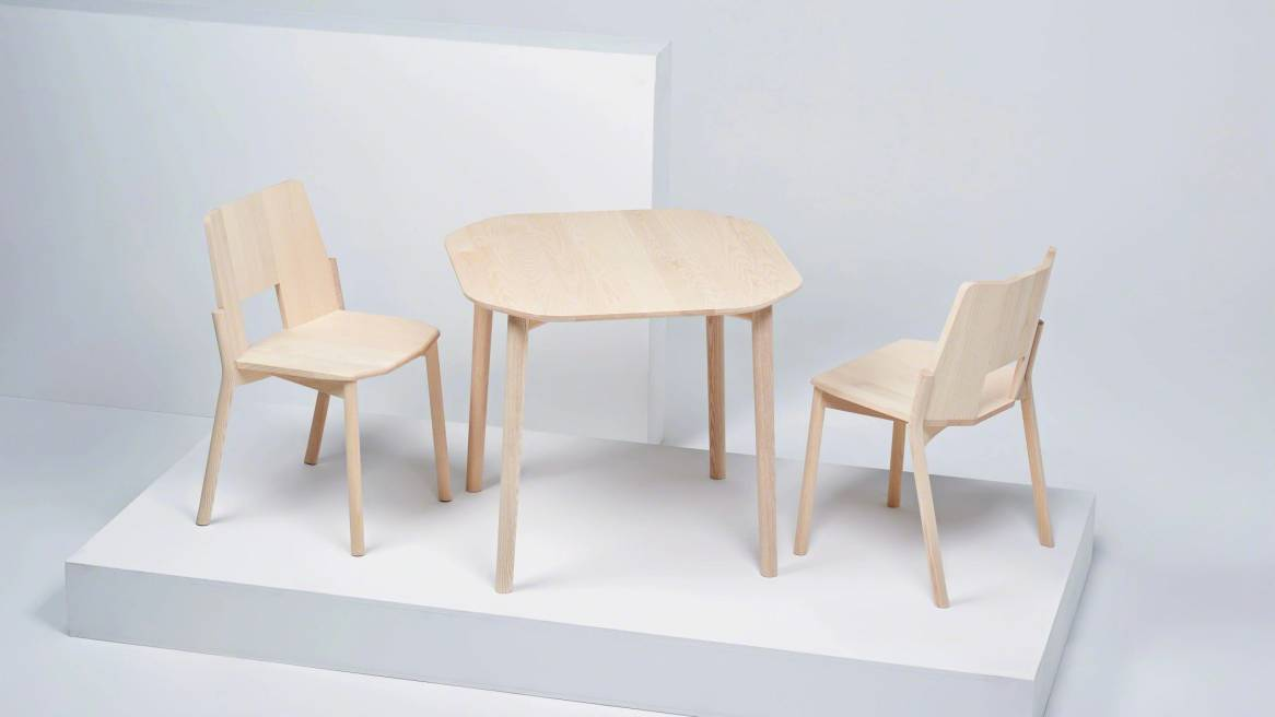 Tronco table with 2 tronco chairs on white ash