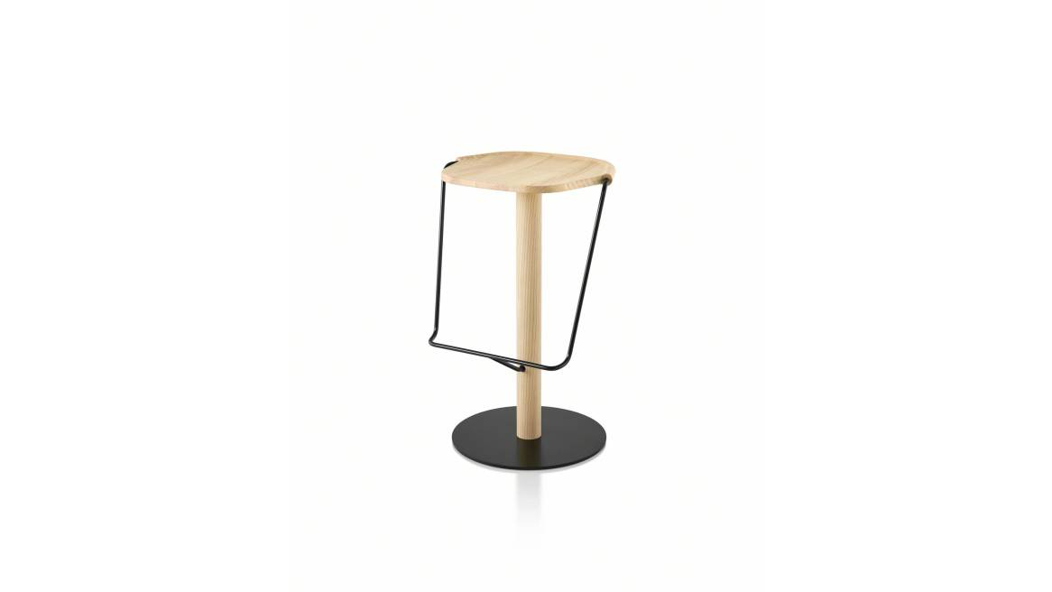 Uncino Bar Stool on natural ash with black metal