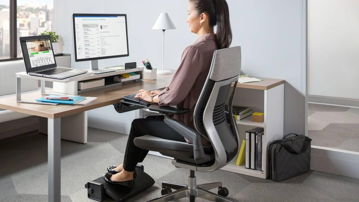 SOTO Laptop Shelf Rail-Mounted