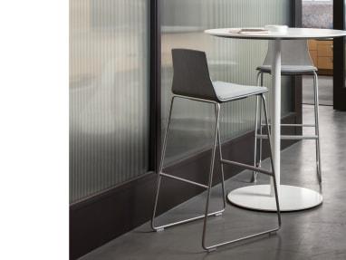 Montara650 Table sur fond blanc