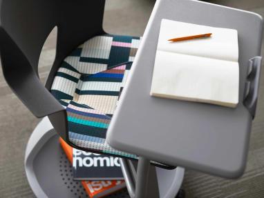 Shortcut with Tripod Base collaborative chair