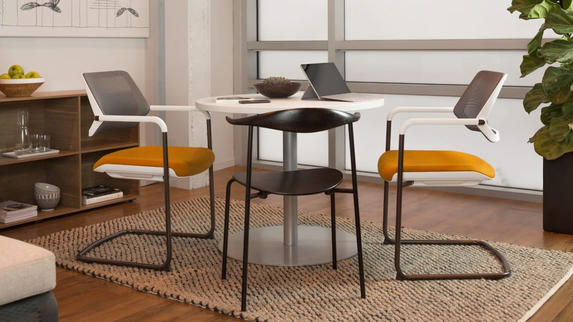 QiVi office chairs at table