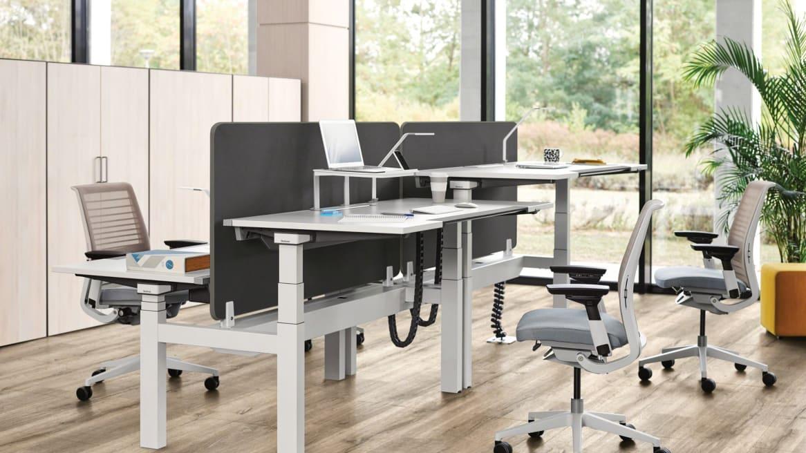 Divisio Frameless Screen on desks