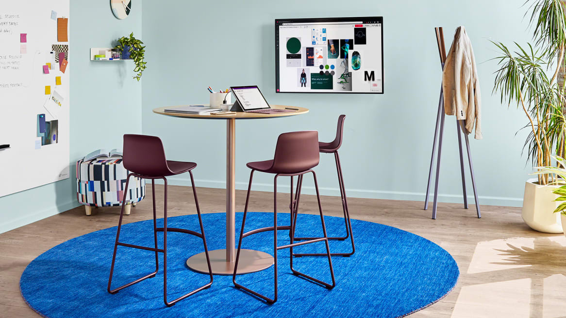 Small meeting room with Enea Lottus seating, a3 CeramicSteel Sans whiteboard, and Steelcase Roam