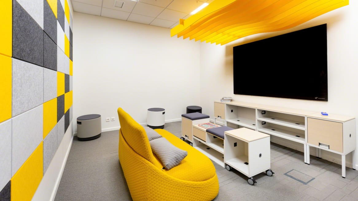 PolyVision a3 CeramicSteel Sans and Hosu seating
