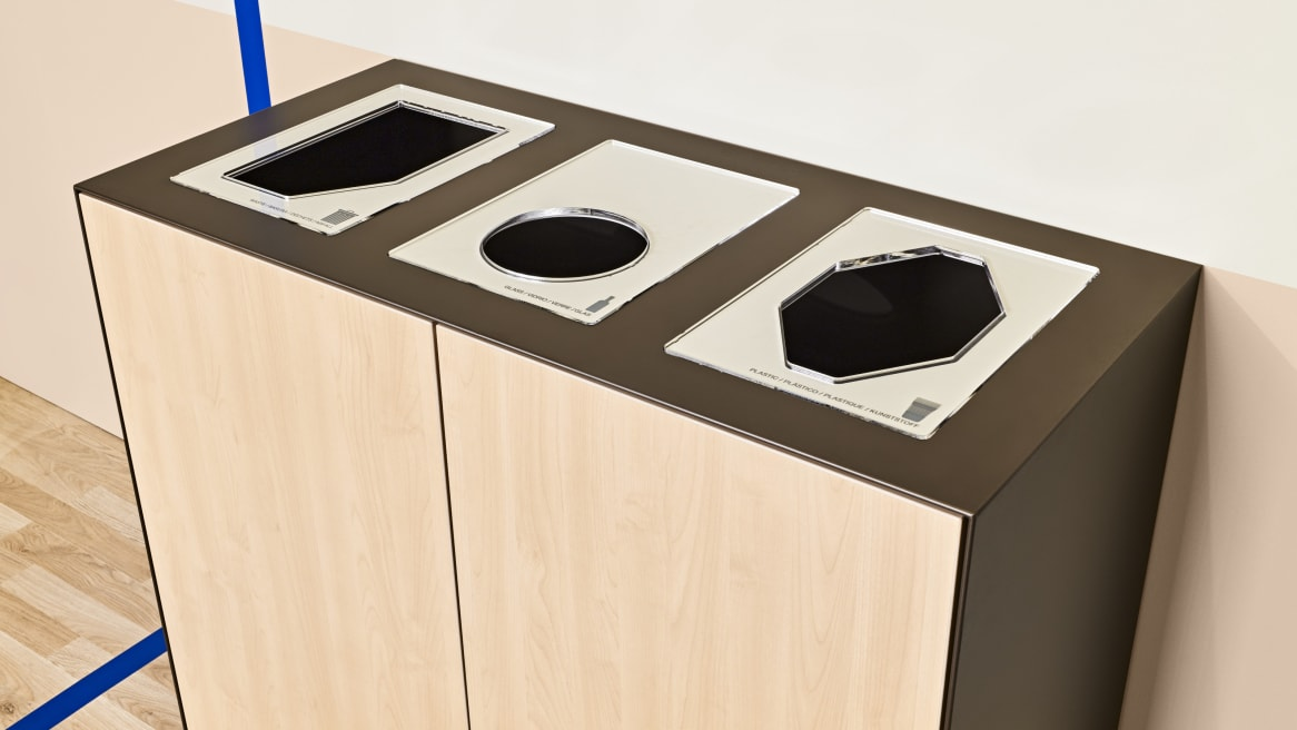 EMEA Volum Art Recycling Station in laminate natural maple with three top openings