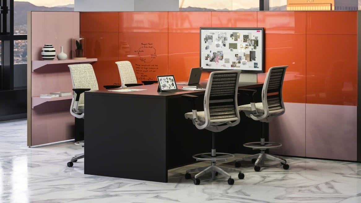 Collaborative space with a big table with media:scape technology, 4 black Thinks chairs