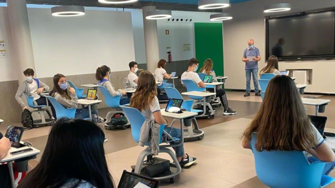 Students from the Colégio de Lamas, Portugal, attending class and sitting in Steelcase Node chairs